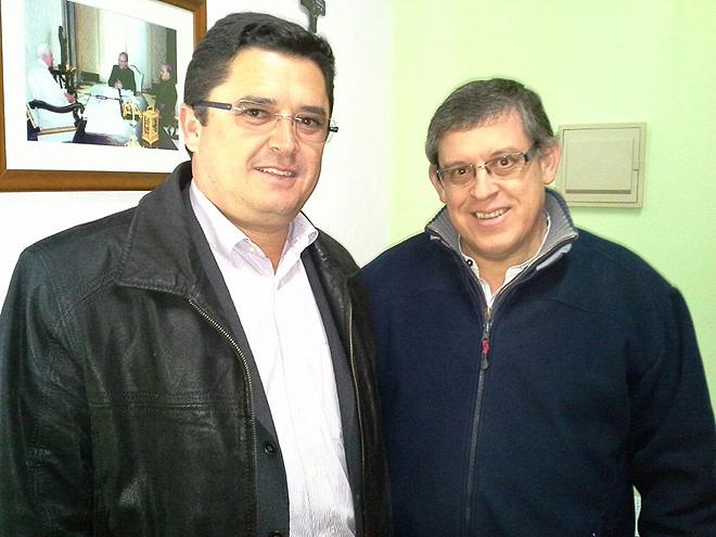 O presidente da Câmara de Alcoutim, Osvaldo Gonçalves, e o presidente do Centro Paroquial de Marim Longo, diácono Albino Martins