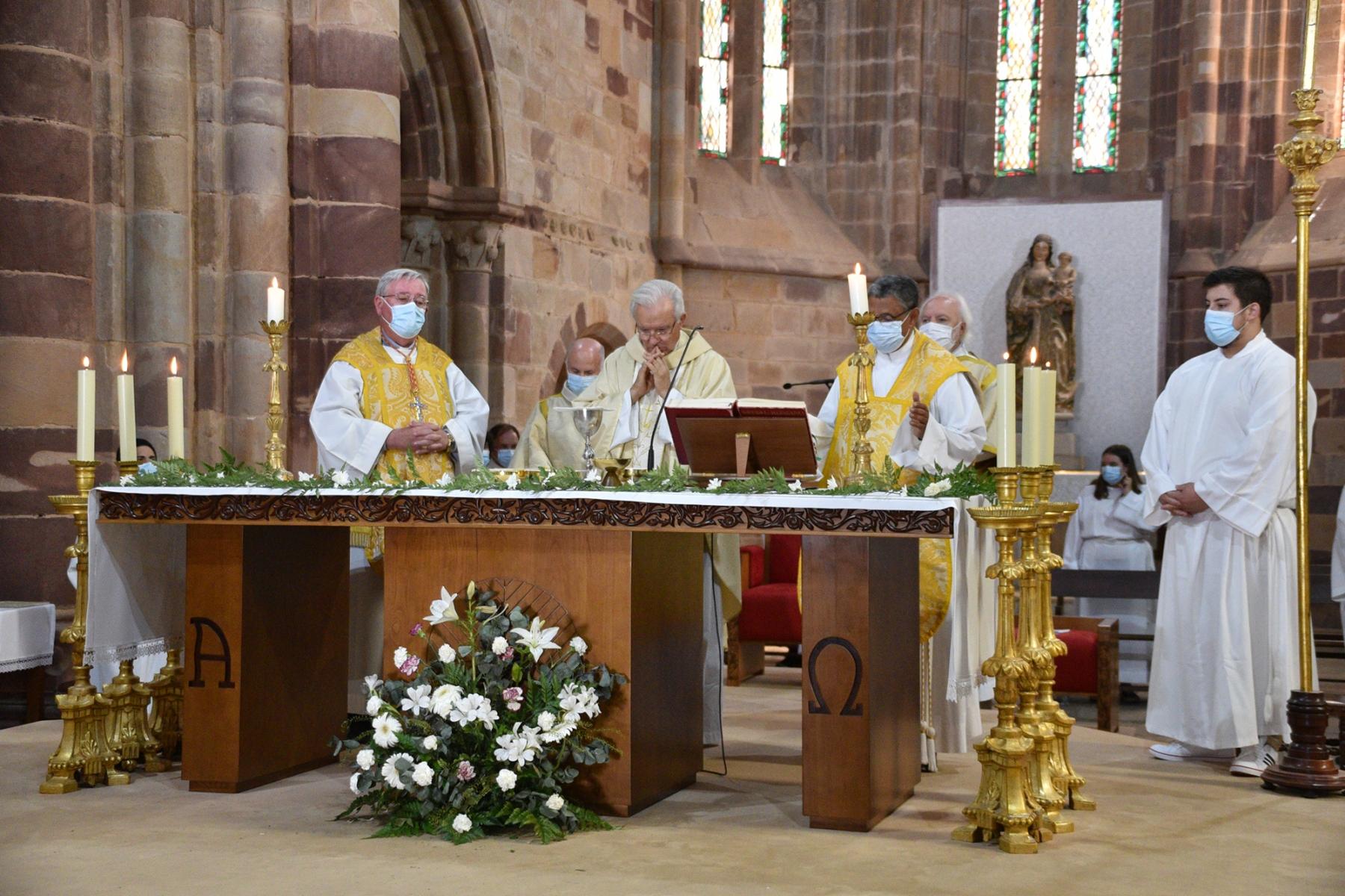 Missa_20_anos_ordenacao_episcopal_d_manuel_quintas-14